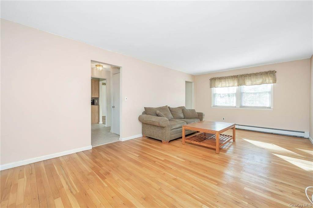 8. Single Family Home for Sale at 536 Commerce Street Hawthorne, New York, 10532 United States