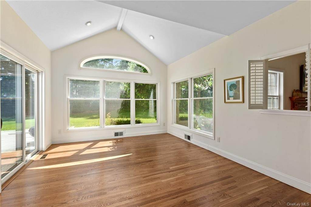 8. Single Family Home for Sale at 2 Bloomer Road North Salem, New York, 10560 United States