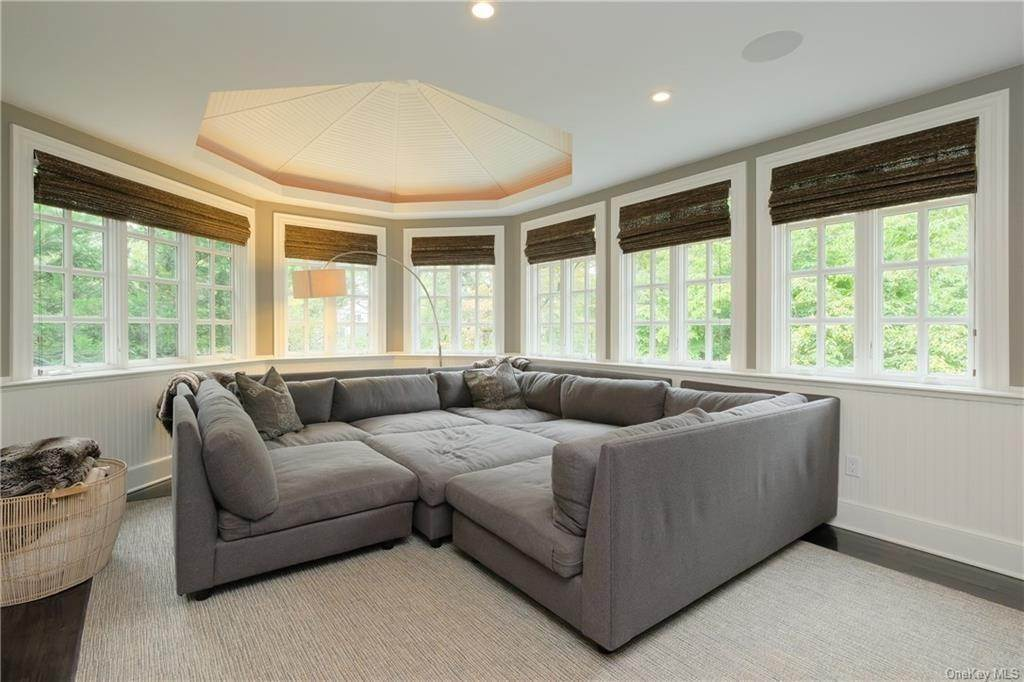 8. Single Family Home for Sale at 29 Valley Road Bronxville, New York, 10708 United States