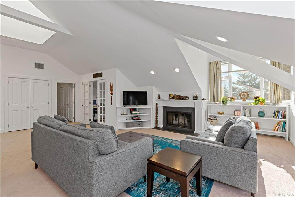 8. Single Family Home for Sale at 12 Clinton Avenue Dobbs Ferry, New York, 10522 United States
