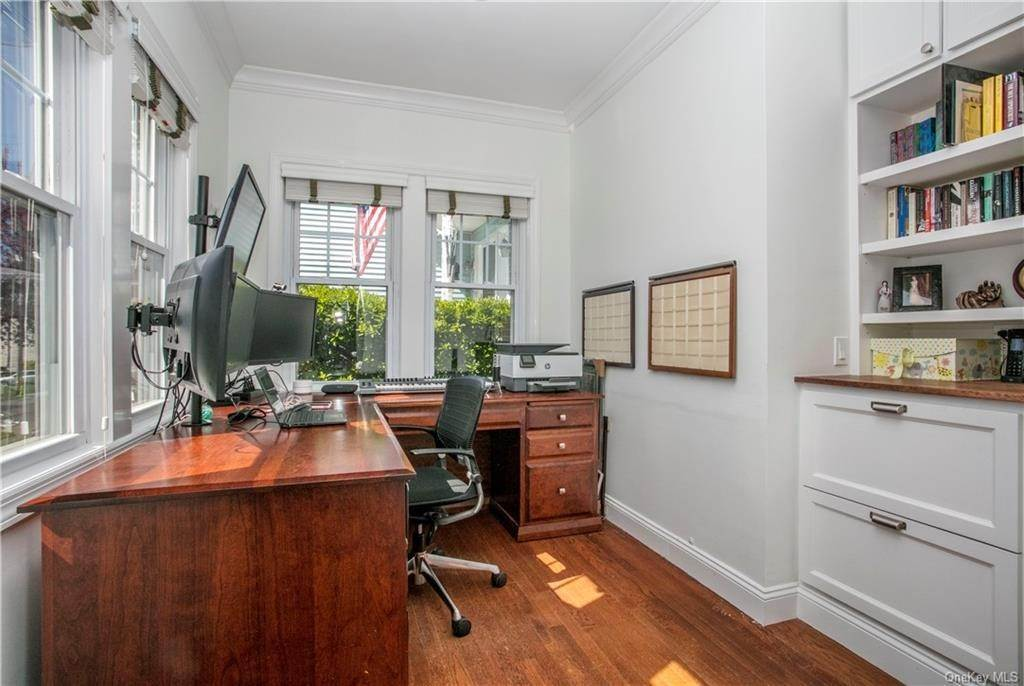 8. Single Family Home for Sale at 52 Sherwood Drive Larchmont, New York, 10538 United States