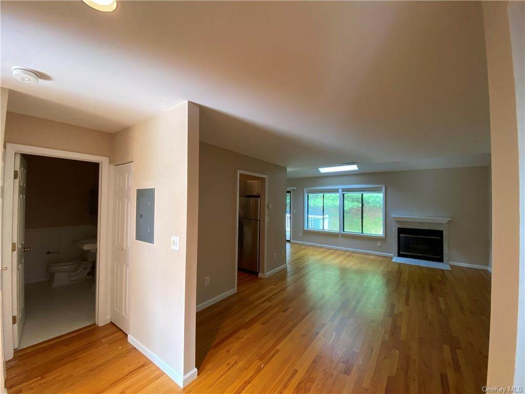 8. Single Family Home for Sale at 173 Birchwood Close Chappaqua, New York, 10514 United States