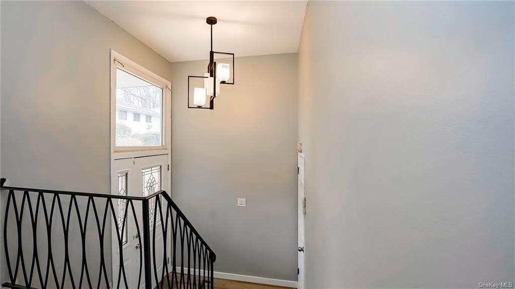 8. Single Family Home for Sale at 2 Teramar Way White Plains, New York, 10607 United States