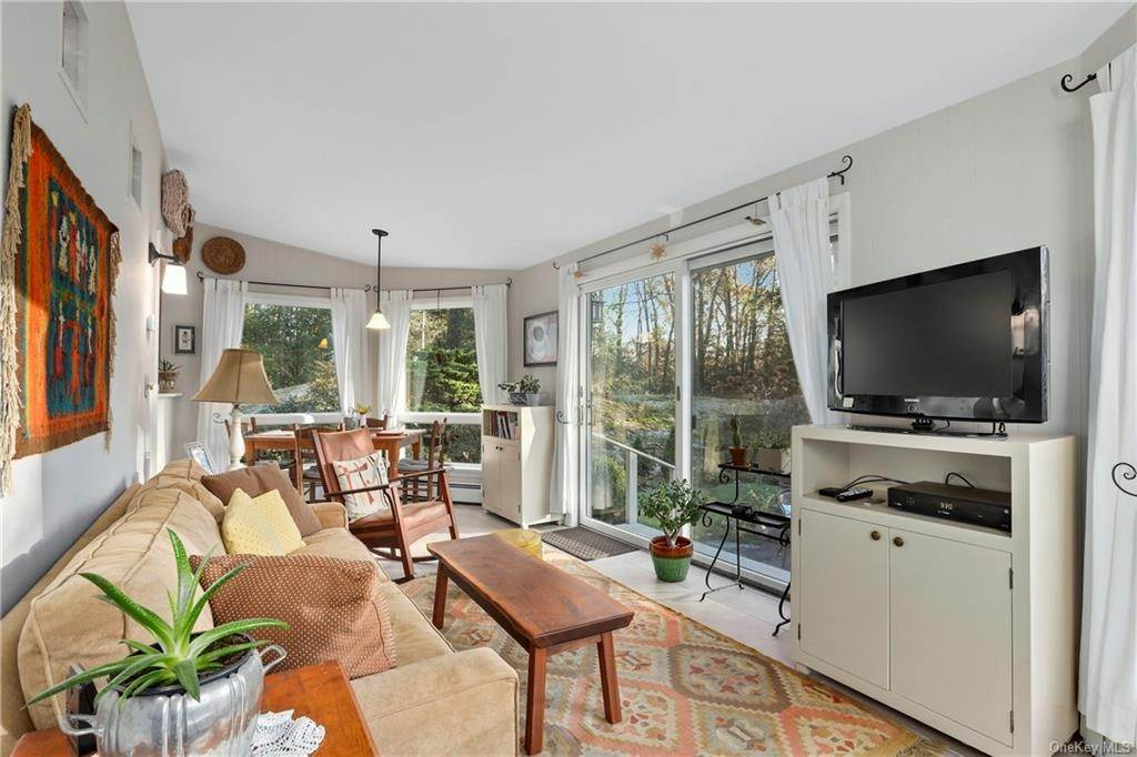 8. Single Family Home for Sale at 22 Bob Hill Road Pound Ridge, New York, 10576 United States