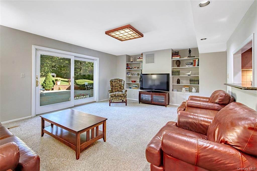8. Single Family Home for Sale at 188 Country Ridge Drive Rye Brook, New York, 10573 United States