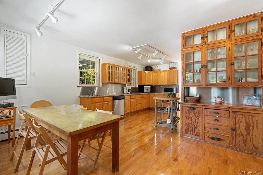 8. Single Family Home for Sale at 93 Wilmot Road New Rochelle, New York, 10804 United States