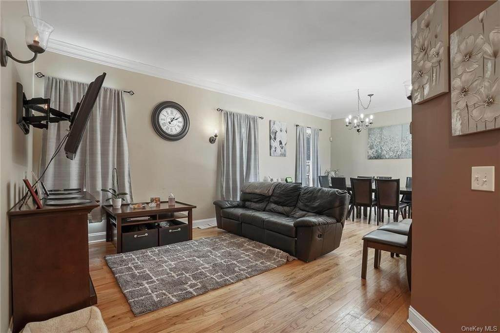 8. Single Family Home for Sale at 354 Columbus Avenue West Harrison, New York, 10604 United States