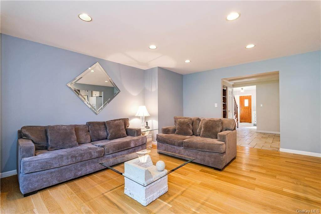 8. Single Family Home for Sale at 19 Old Well Road Purchase, New York, 10577 United States