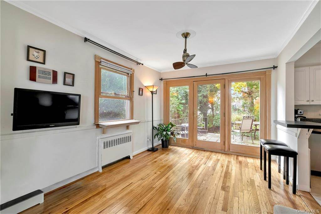 8. Single Family Home for Sale at 93 Joyce Road Eastchester, New York, 10709 United States
