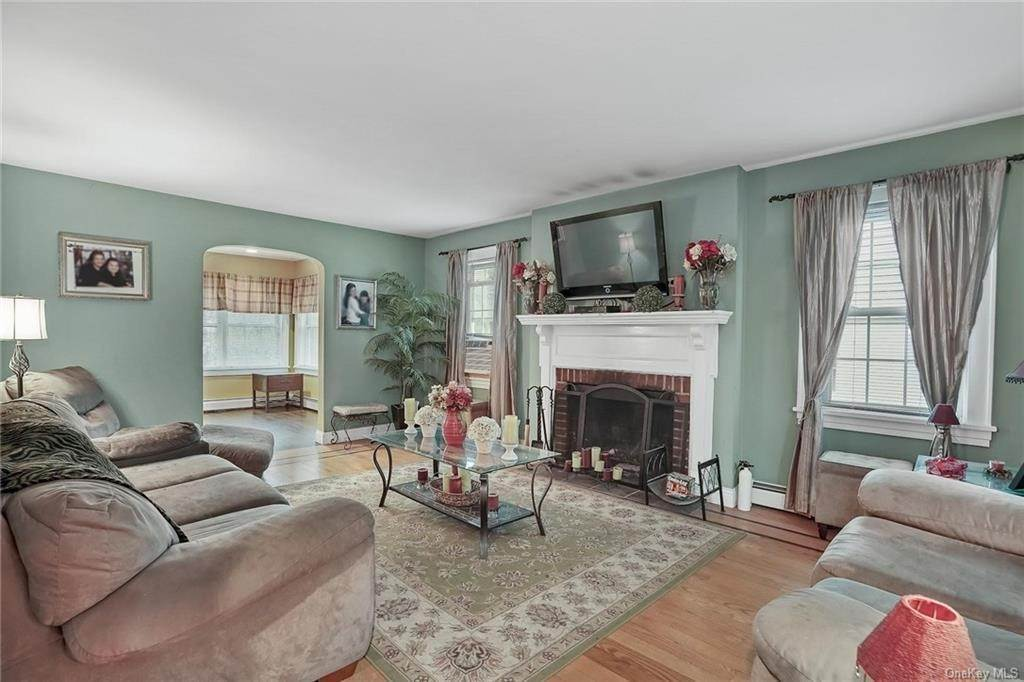 8. Single Family Home for Sale at 20 Deerfield Avenue Eastchester, New York, 10709 United States