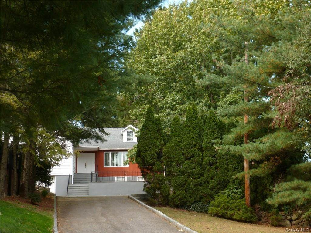 8. Single Family Home for Sale at 1058 Wilmot Road Scarsdale, New York, 10583 United States