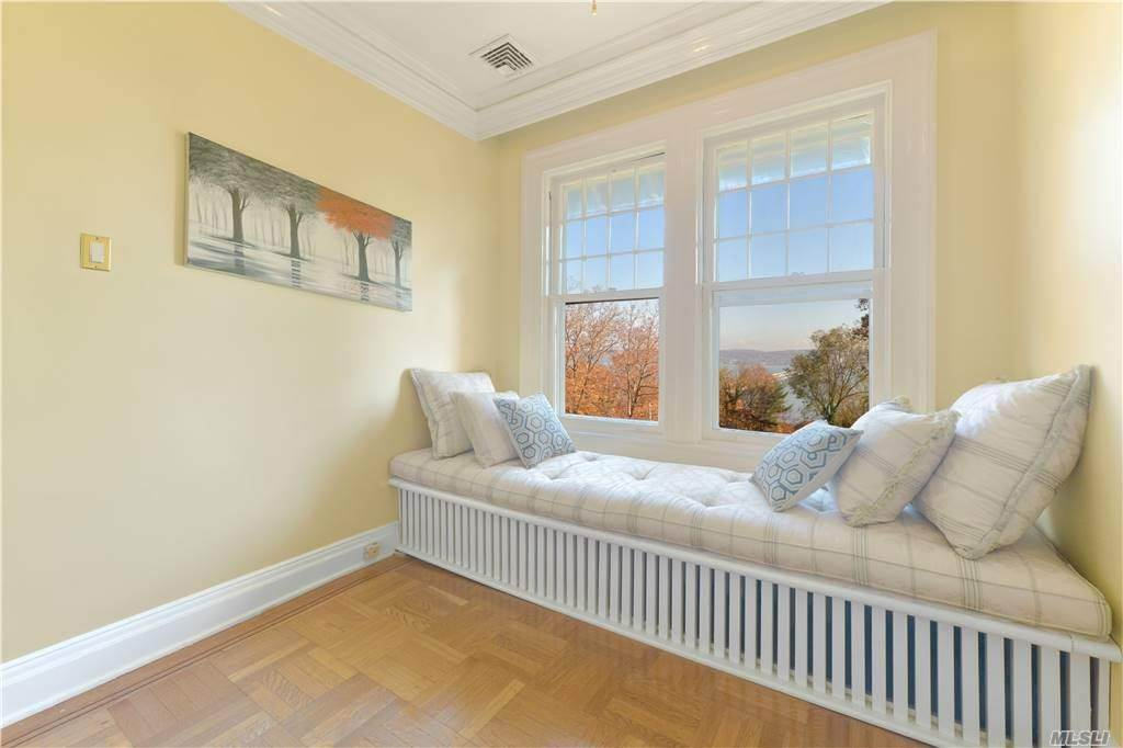 8. Single Family Home for Sale at 1082 Us Hwy 9W Route Nyack, New York, 10960 United States