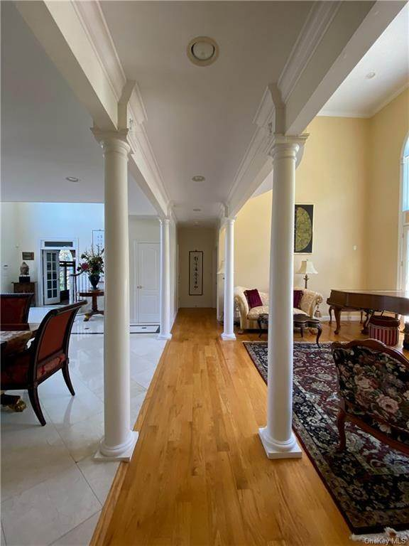 8. Single Family Home for Sale at 29 Helmstown Court Tuxedo Park, New York, 10987 United States