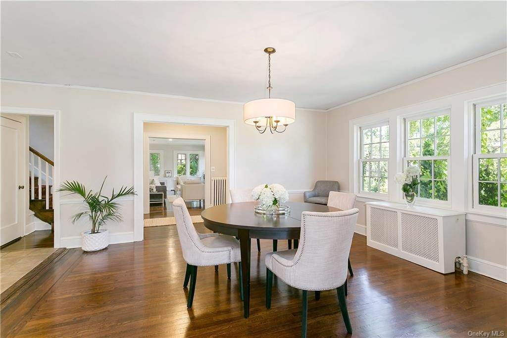 8. Single Family Home for Sale at 10 Hall Avenue Larchmont, New York, 10538 United States