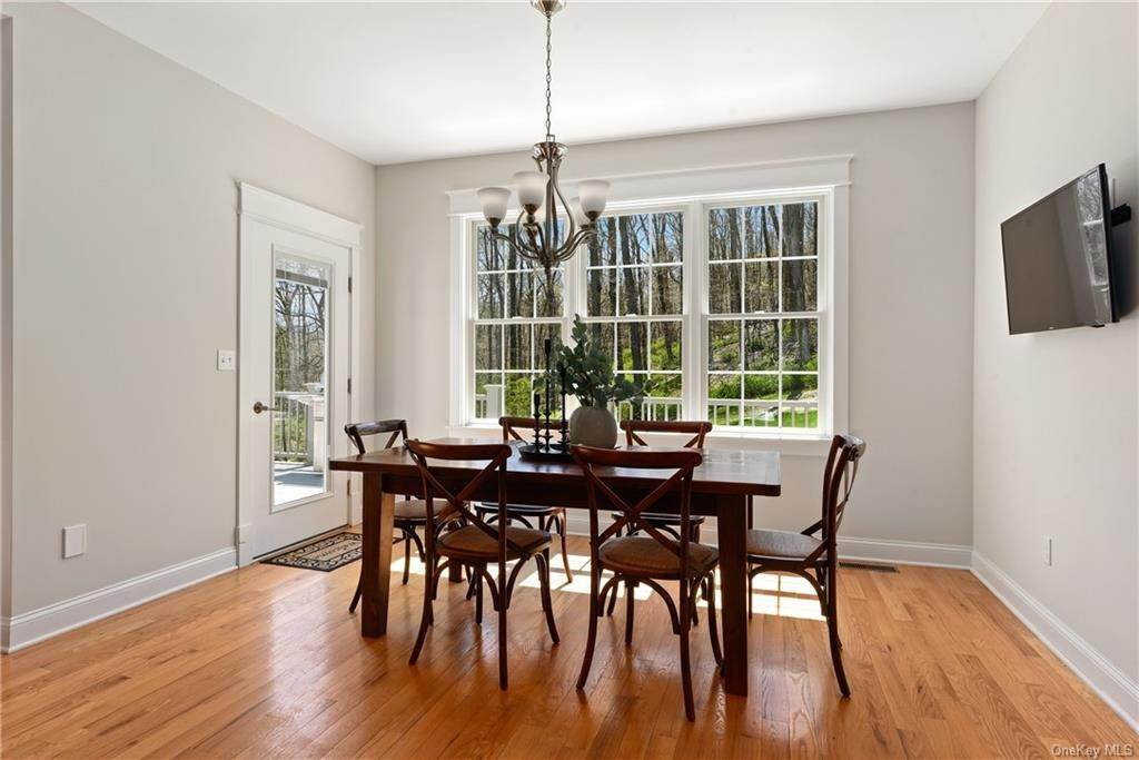 8. Single Family Home for Sale at 76 Mayflower Lane Katonah, New York, 10536 United States