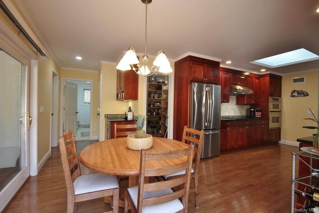 9. Single Family Home for Sale at 151 Revolutionary Road Briarcliff Manor, New York, 10510 United States