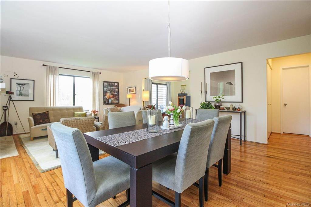 9. Rental Communities for Rent at 58 Pond View Lane Chappaqua, New York, 10514 United States