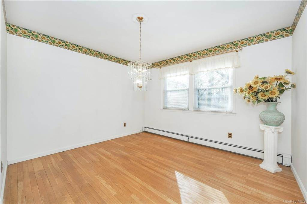 9. Single Family Home for Sale at 536 Commerce Street Hawthorne, New York, 10532 United States
