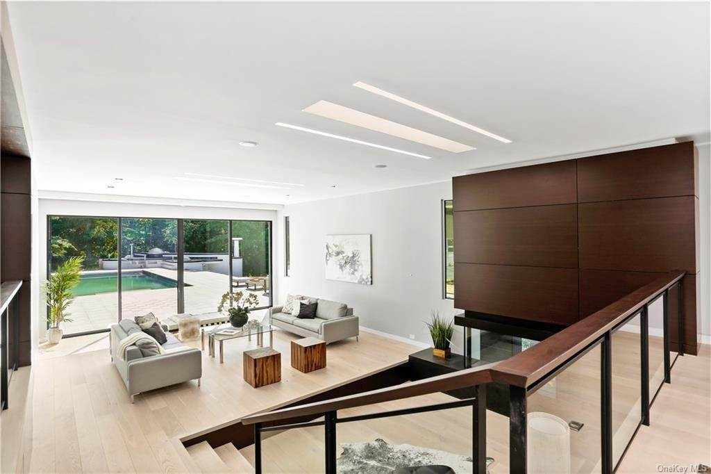 9. Single Family Home for Sale at 862 Fenimore Road Larchmont, New York, 10538 United States