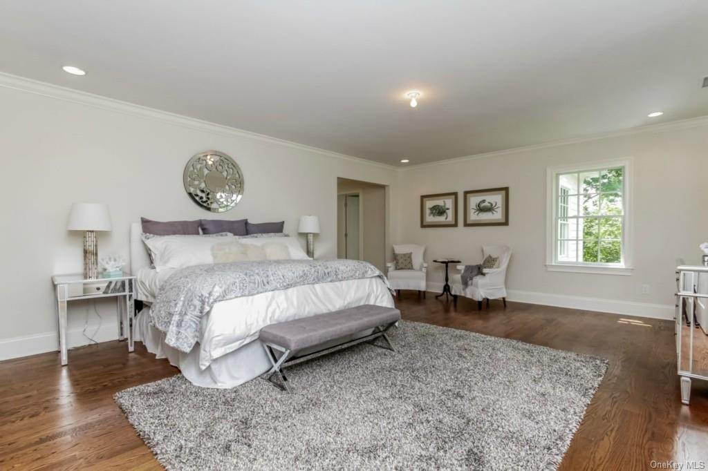 9. Single Family Home for Sale at 3 Meadow Road Scarsdale, New York, 10583 United States