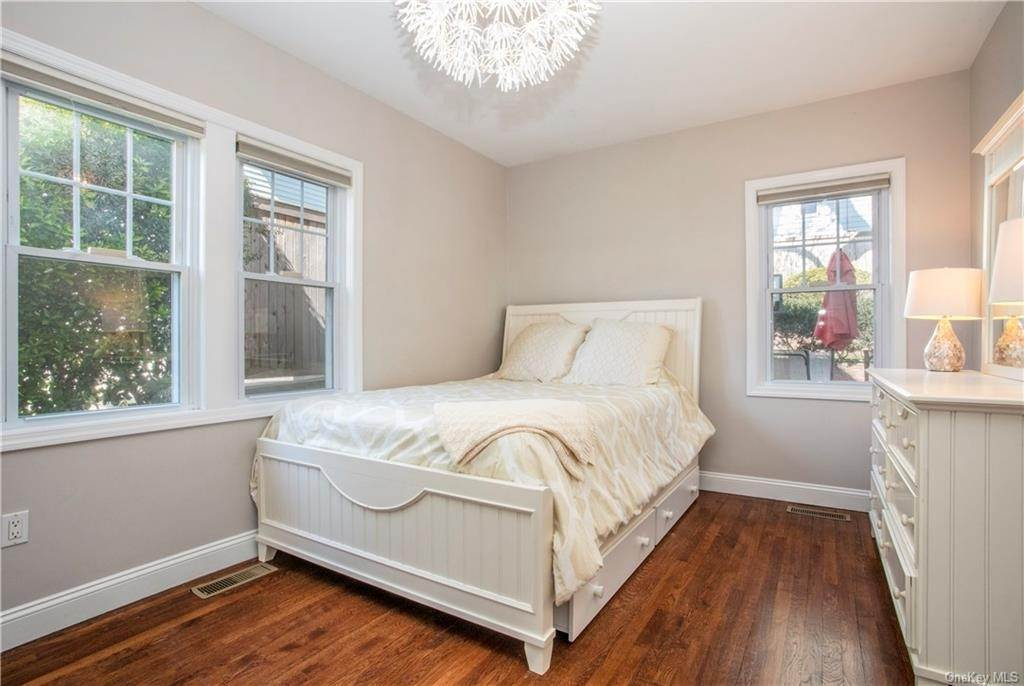 9. Single Family Home for Sale at 52 Sherwood Drive Larchmont, New York, 10538 United States