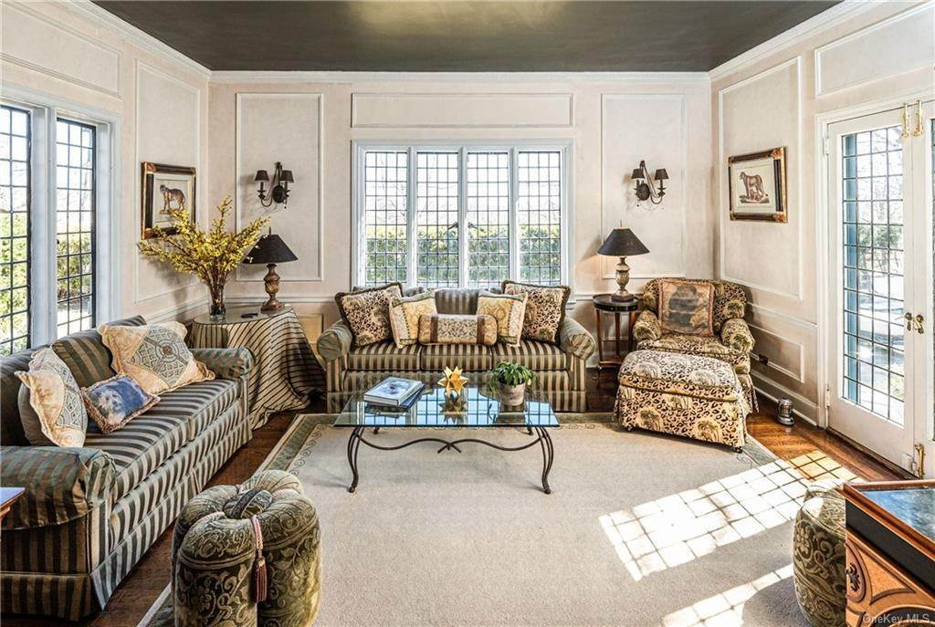 9. Single Family Home for Sale at 14 Courseview Road Bronxville, New York, 10708 United States