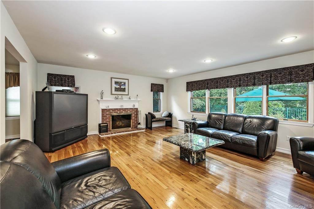 9. Single Family Home for Sale at 104 Bobolink Road Yonkers, New York, 10701 United States