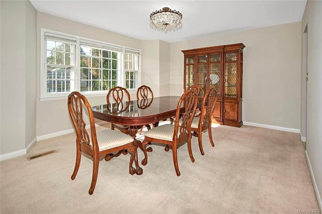 9. Single Family Home for Sale at 188 Country Ridge Drive Rye Brook, New York, 10573 United States