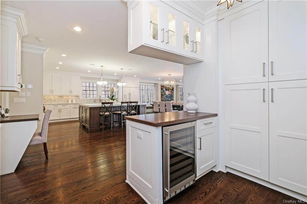 9. Rental Communities for Rent at 17A Heathcote Road Scarsdale, New York, 10583 United States