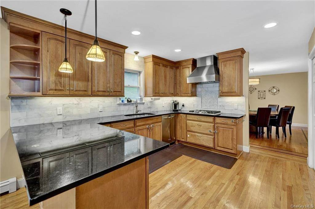 9. Single Family Home for Sale at 4 Old Road E Elmsford, New York, 10523 United States