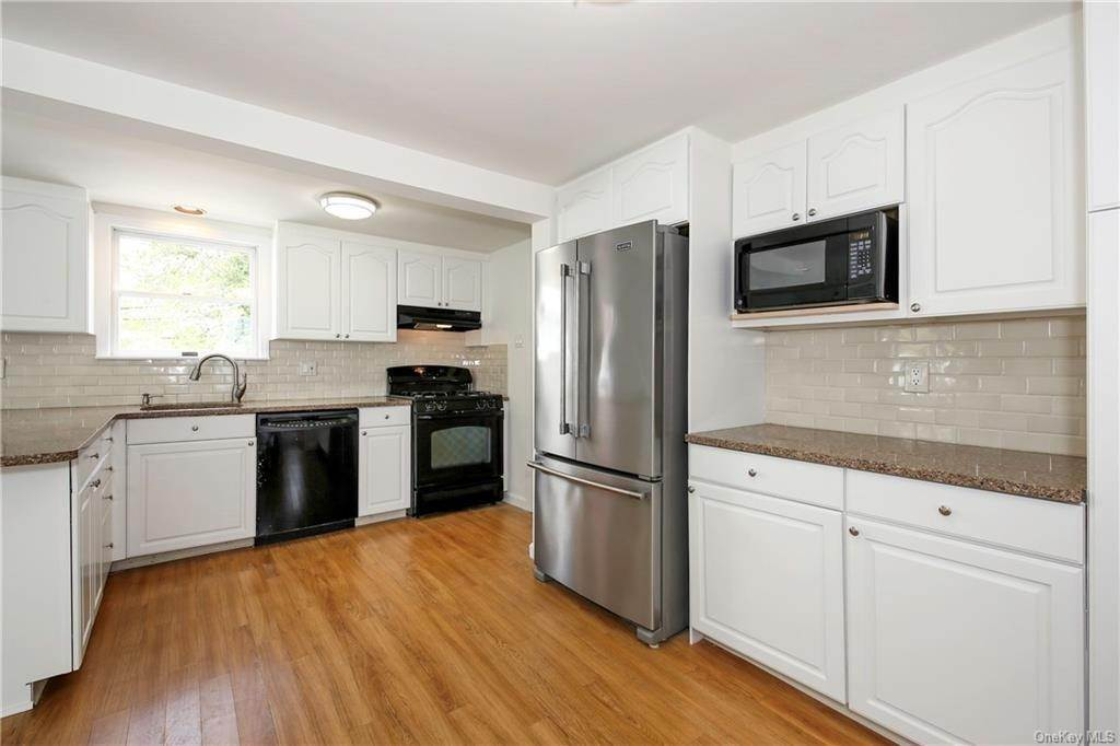 9. Single Family Home for Sale at 211 Oakland Beach Avenue Rye, New York, 10580 United States