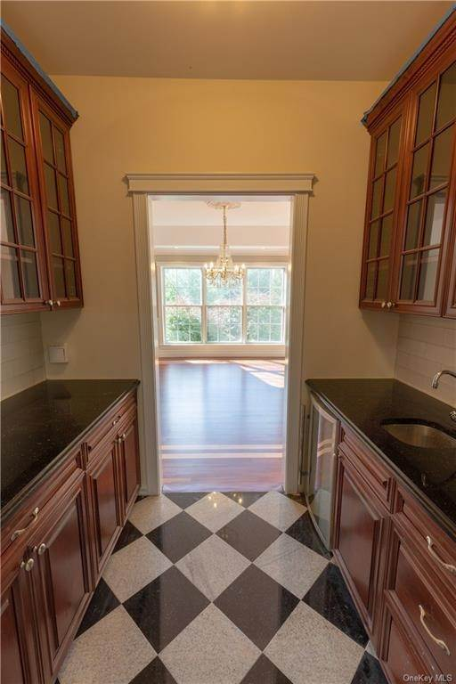 9. Single Family Home for Sale at 51 Juniper Terrace Tuxedo Park, New York, 10987 United States