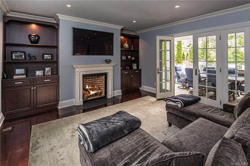 9. Single Family Home for Sale at 1 Woodland Avenue Bronxville, New York, 10708 United States