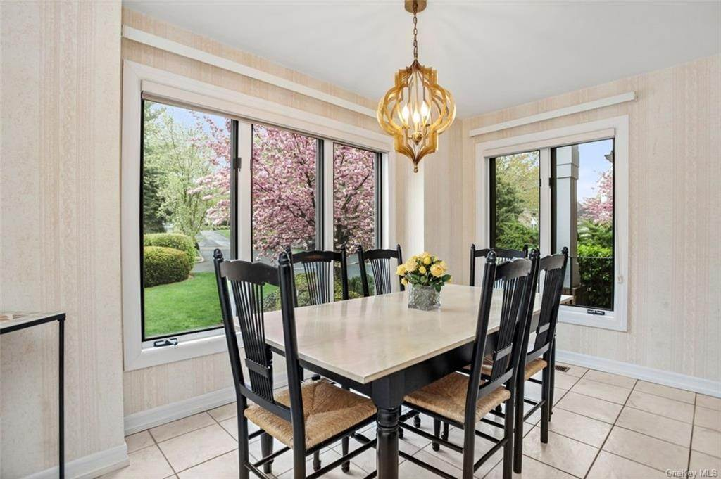 9. Single Family Home for Sale at 5 Stone Falls Court Rye Brook, New York, 10573 United States