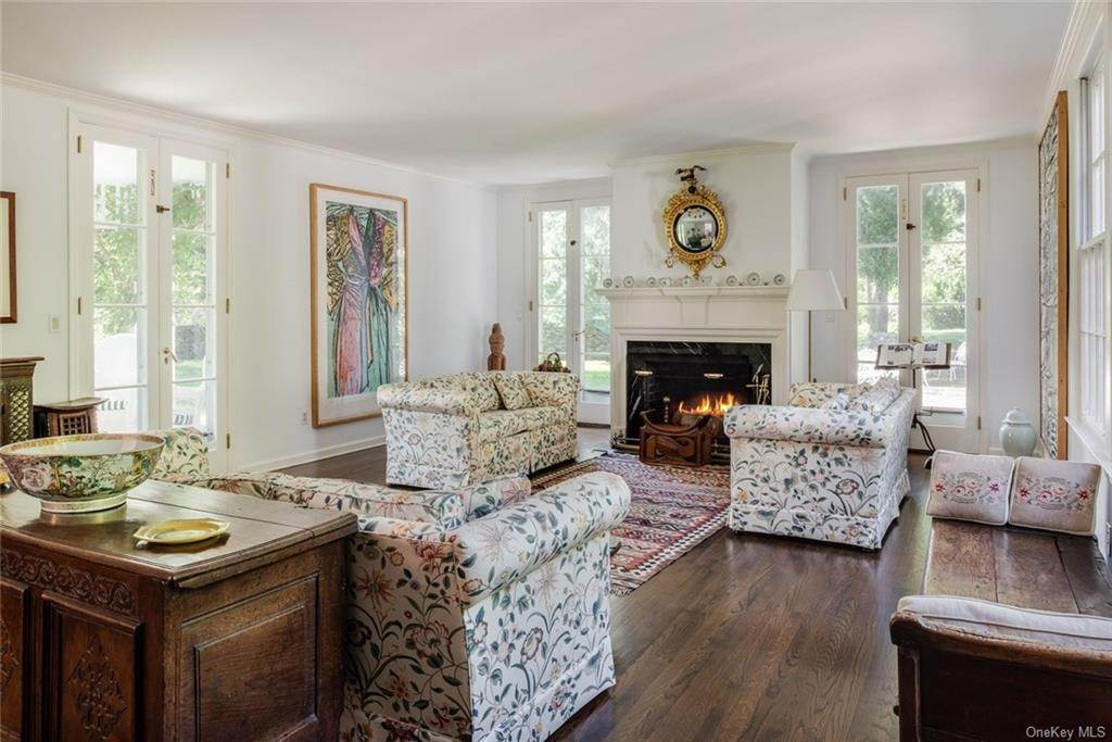 9. Single Family Home for Sale at 129 Fox Lane Bedford Corners, New York, 10549 United States