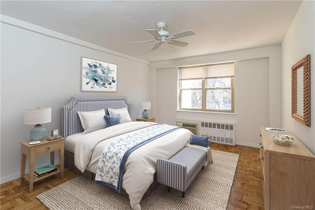 9. Single Family Home for Sale at 72 Pondfield Road W Bronxville, New York, 10708 United States