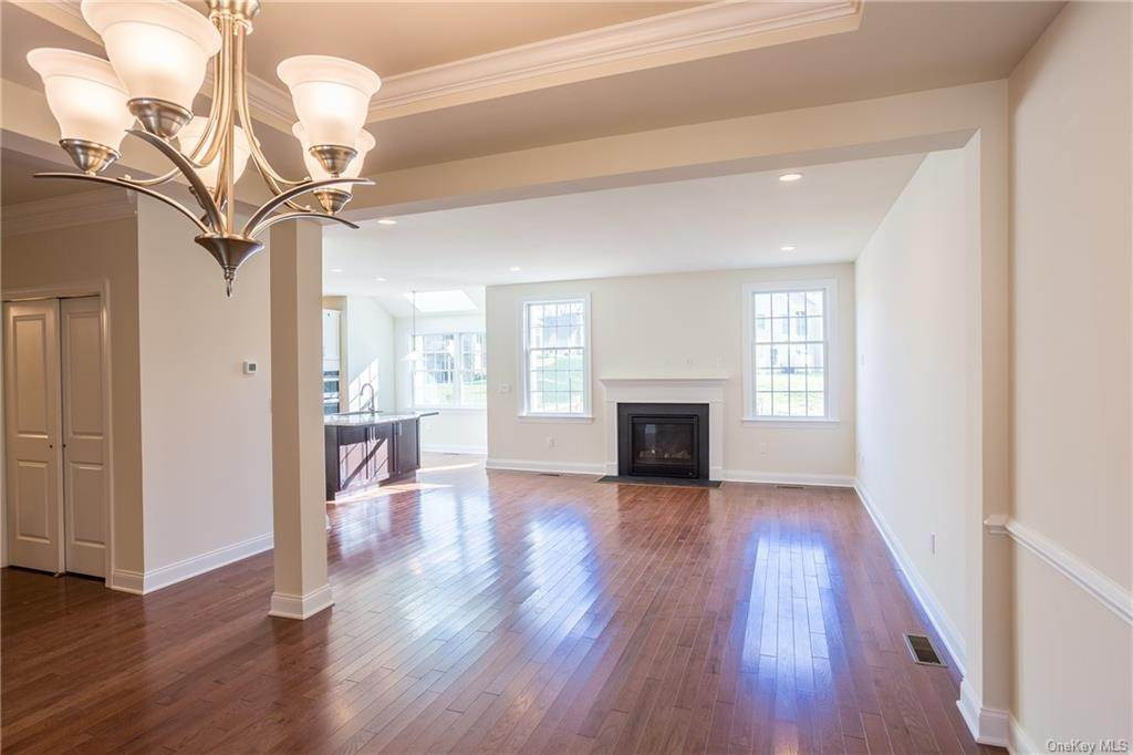 9. Single Family Home for Sale at 5 Bonham Lane Cortlandt Manor, New York, 10567 United States