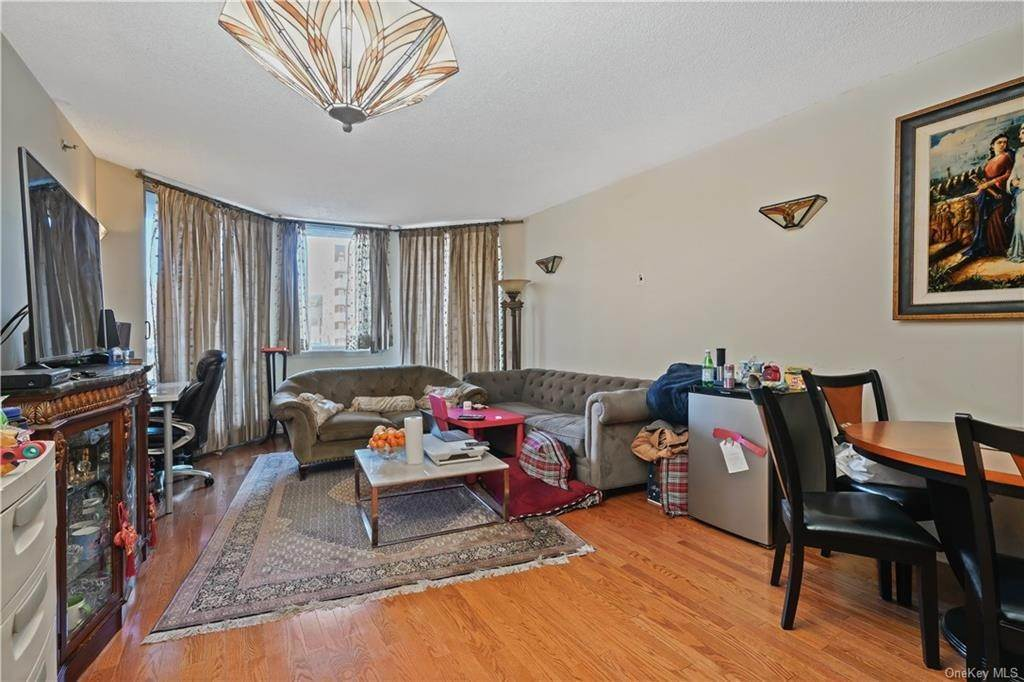 9. Single Family Home for Sale at 50 E Hartsdale Avenue Hartsdale, New York, 10530 United States
