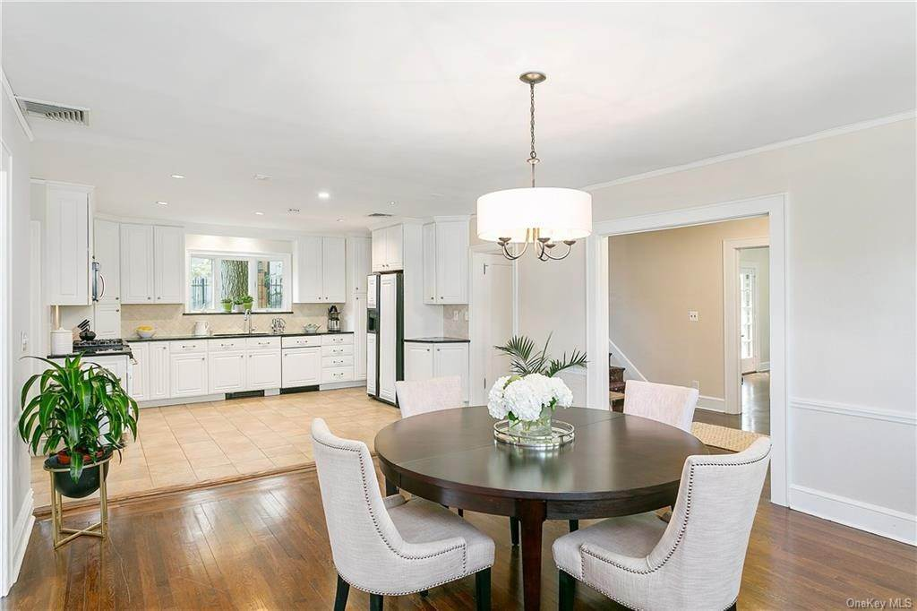 9. Single Family Home for Sale at 10 Hall Avenue Larchmont, New York, 10538 United States
