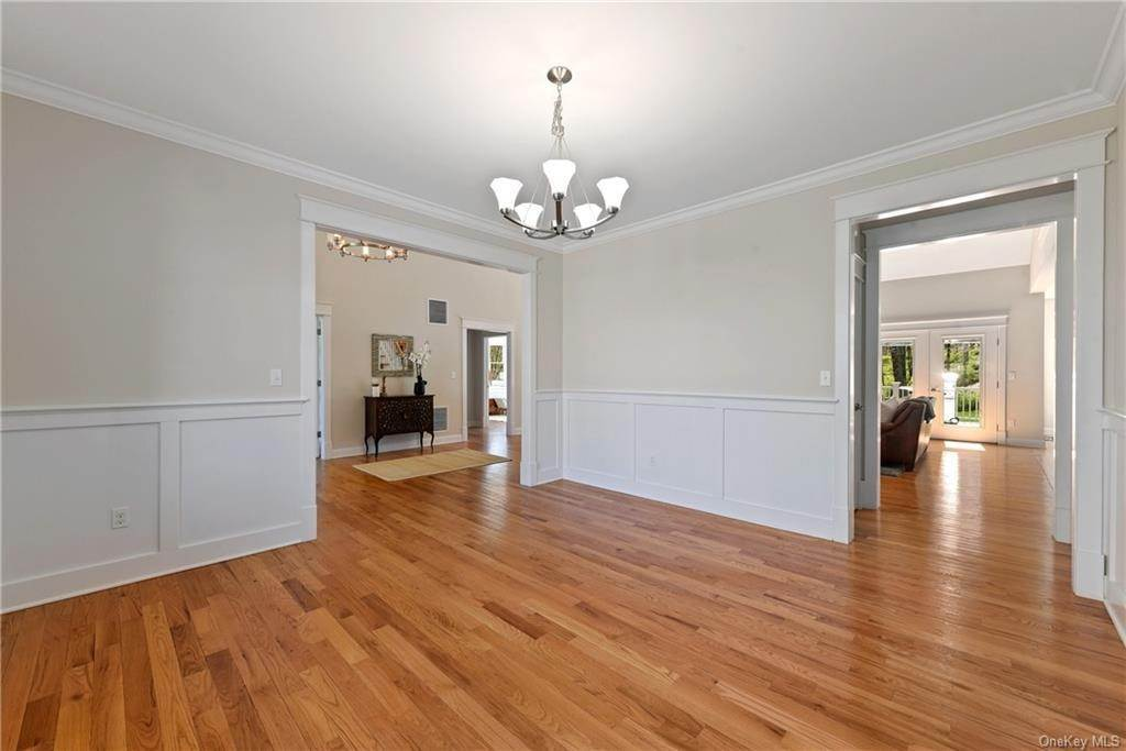 9. Single Family Home for Sale at 76 Mayflower Lane Katonah, New York, 10536 United States